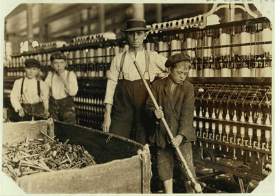 http://monroelabor.org/drupal/sites/default/files/sweeper-and-doffer-boys-Lancaster-Mills.jpg